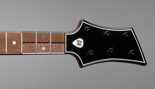 Al posto dei tasti colorati nella nuova chitarra troviamo i sei pulsanti messi in due file parallele.