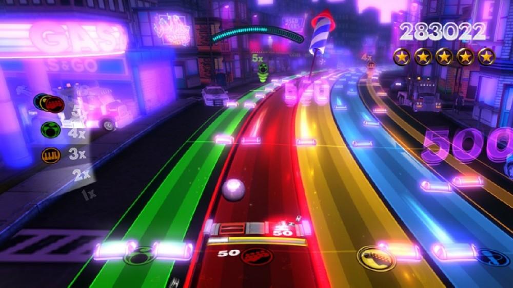 Uno screen dell'ingiustamente dimenticato Rock Band Blitz: gameplay leggermente meno sofisticato, ma tracklist potenzialmente infinita.