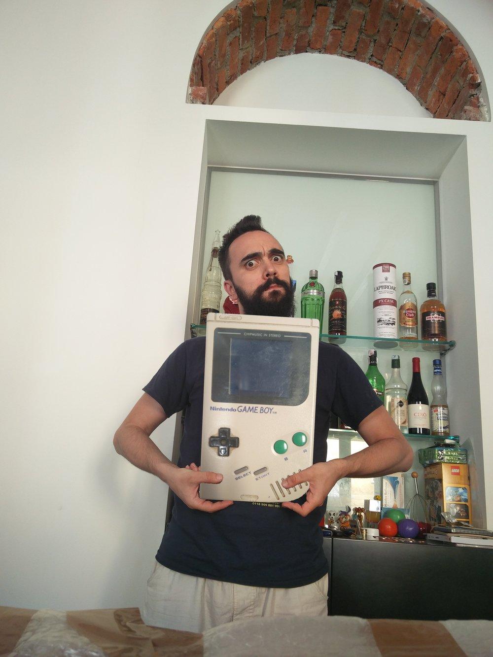 Questo, invece, è il Game Boy Maxi.