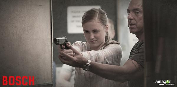 Harry Bosch mentre insegna alla figlia le cose importanti della vita.
