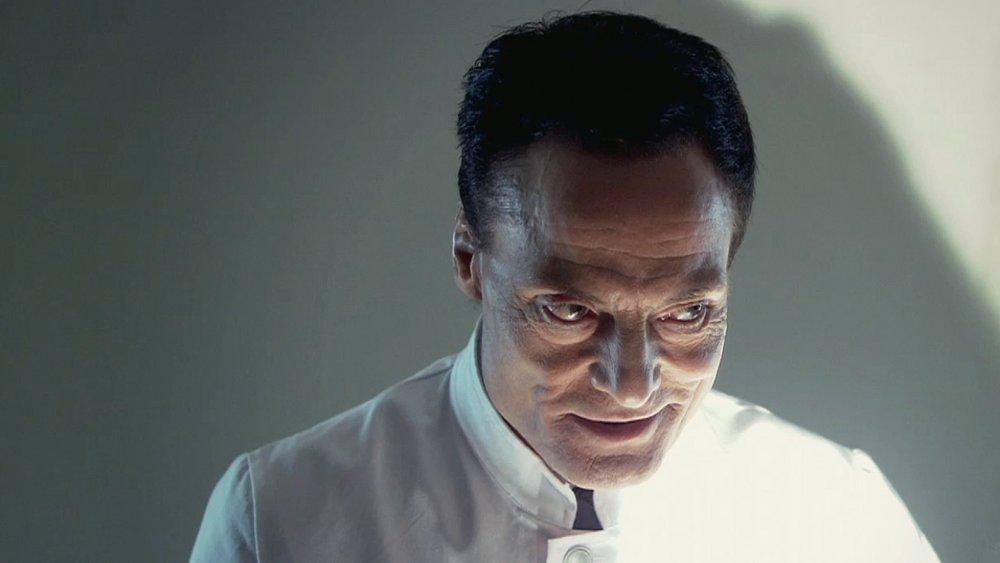 L'inquetante maschera del Dott. Josef Heiter.