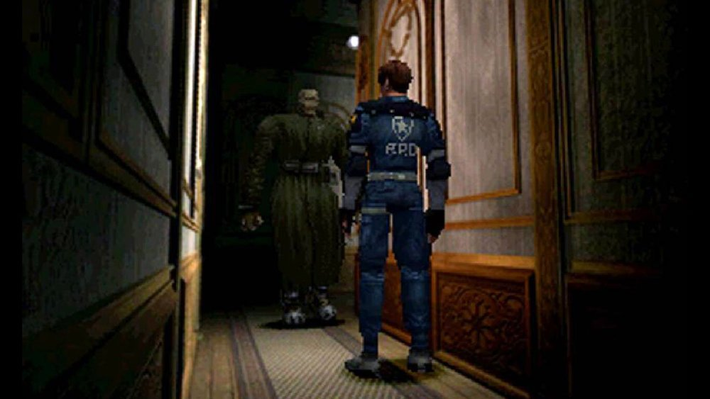 Che poi, voglio dire, manco fosse la prima volta che un Resident Evil ti perseguita con un nemico quasi inarrestabile.
