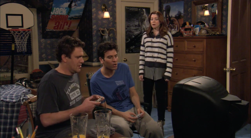 Marshall e Ted giocano a Super Mario Kart. Credo che il controller di Marshall sia quello del NES, ma insomma, chissene