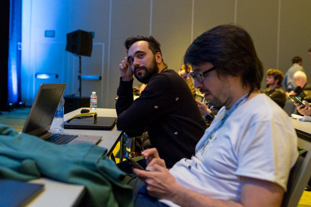 Una foto di Bruce Sterling, presente alla GDC17, in compagnia del nostro giopep.
