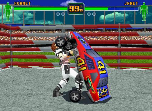 - Ci perdevo le giornate, su questo robo assurdo. Nella foto, la tizia di Virtua Cop 2 che si picchia con la macchina di Daytona, facendosi mettere le ruote in faccia.