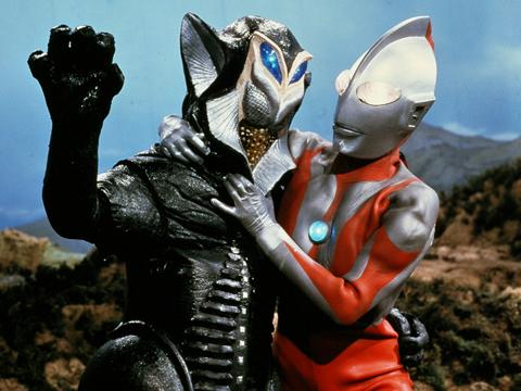 Alien_Mefilas_v_Ultraman.png