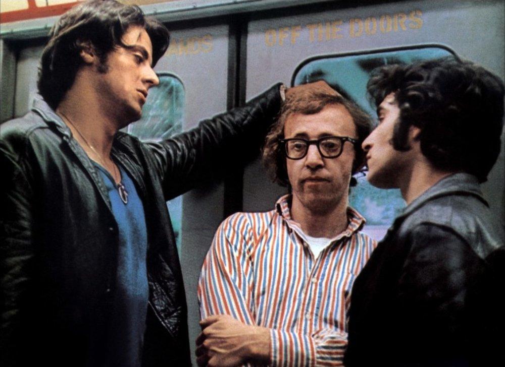 1986, Woody Allen mentre comunica a Stallone la decisione di lasciare la regia di  Over the Top  in mano a Golan, per potersi dedicare a  Radio Days .