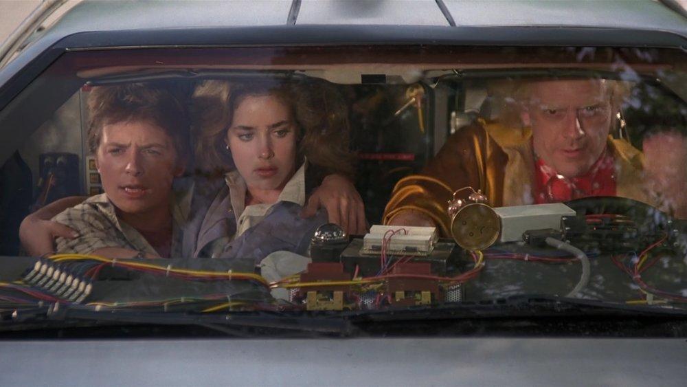 Parzival, Art3mis e Aech a bordo della DeLorean, in  Ready Player One .