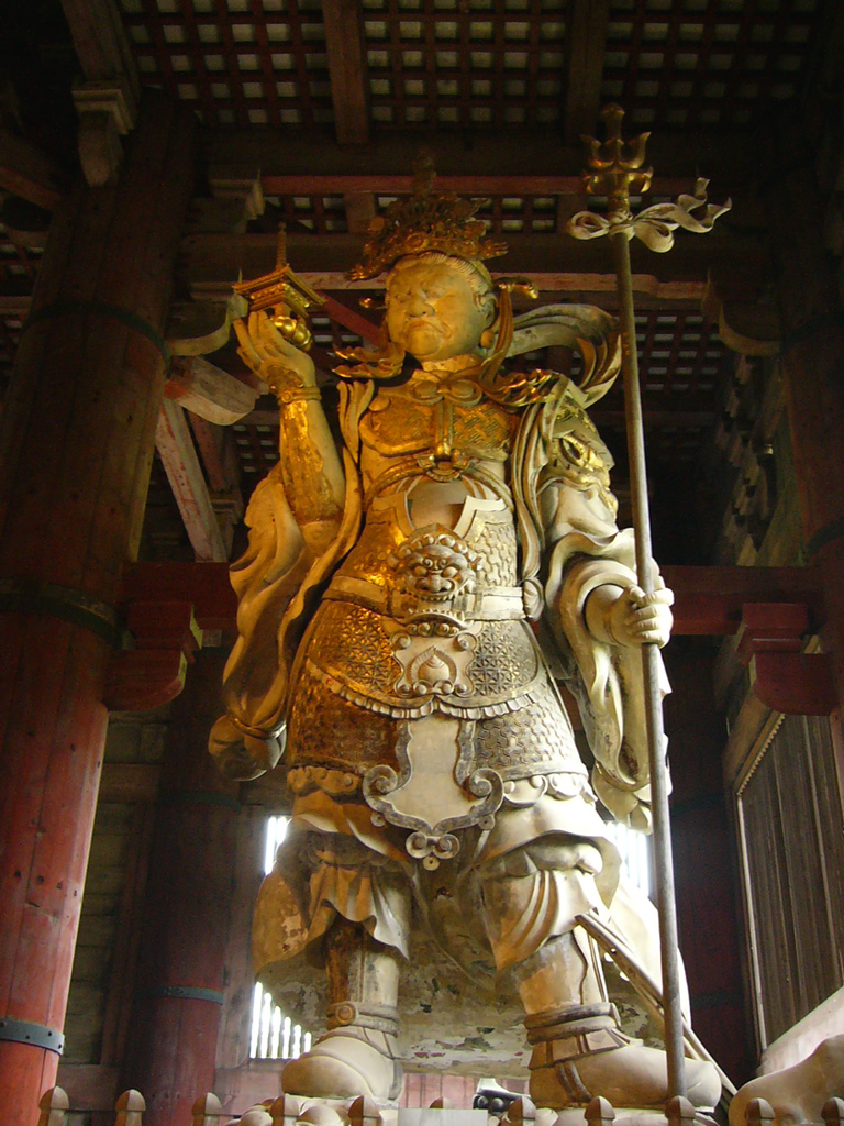 Una rappresentazione classica di Sandro Pertini nel tempio di Tōdai-ji, a Nara.