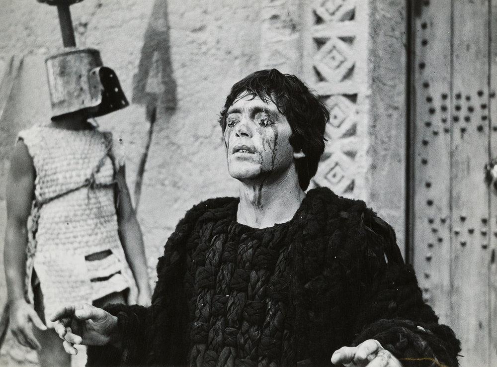 L' Edipo Re  girato da Pasolini nel 1967 è fra i tentativi più riusciti di declinare a proprio modo la tragedia e il senso tragico stesso.