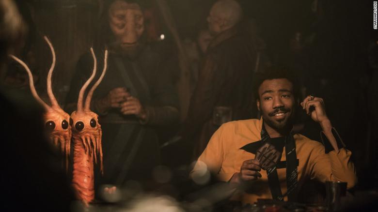 Stando a Jonathan Kasdan, Lando Calrissian sarebbe pansessuale. Con quella faccia, che gli vuoi dire?