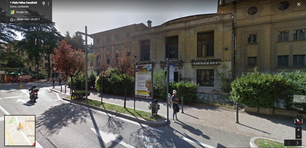 Stando a Google Street View, questa pizzeria dismessa è tutto ciò che resta della sala giochi Politeama. Era meglio se non guardavo.