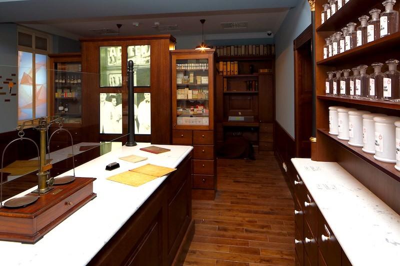 L'ex farmacia di Tadeusz Pankiewicz è un piccolo scrigno pieno di tesori.