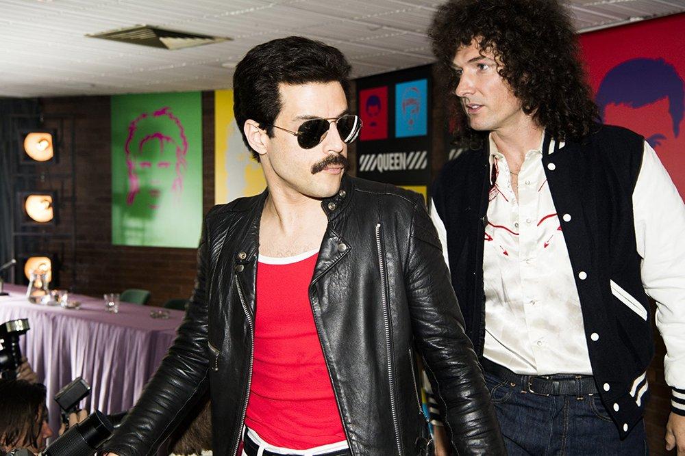 OK, c'è un po' di effetto cosplay, ma quanto ci sta bene, Malek, nei panni di Freddie?