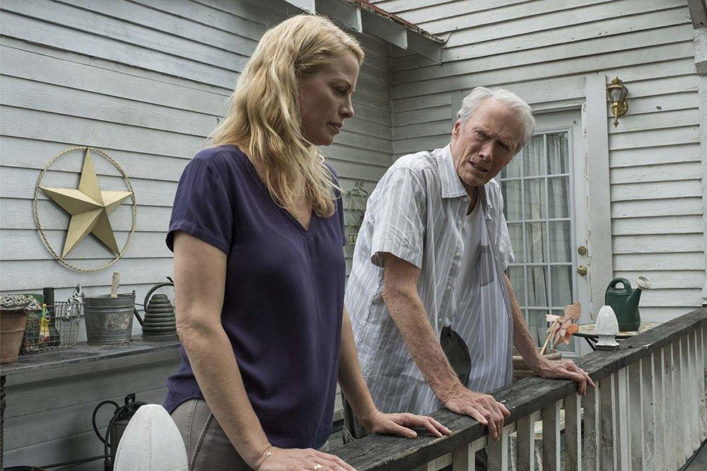 Clint con la figlia Alison Eastwood (Iris, nel film). Non è la prima volta che Alison compare in un film del padre: già nel 1980 aveva recitato in  Bronco Billy .