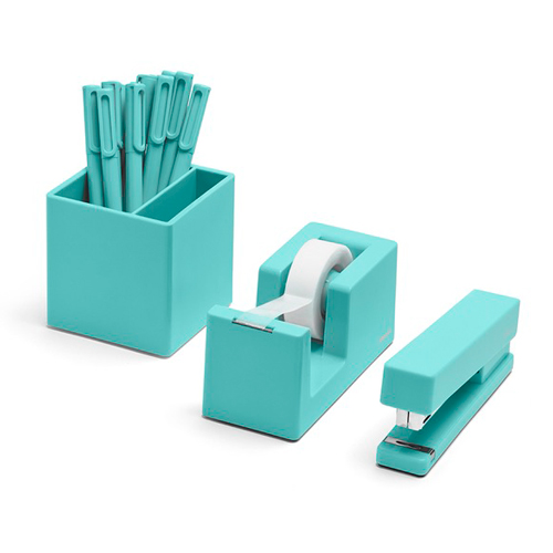 "<p><strong><a href=""http://www.poppin.com/aqua-starter-set-102978+%3A+846680019204.html#start=30"" target=""_blank"">Aqua Poppin Desk Set</a></strong>$44.00</p>"