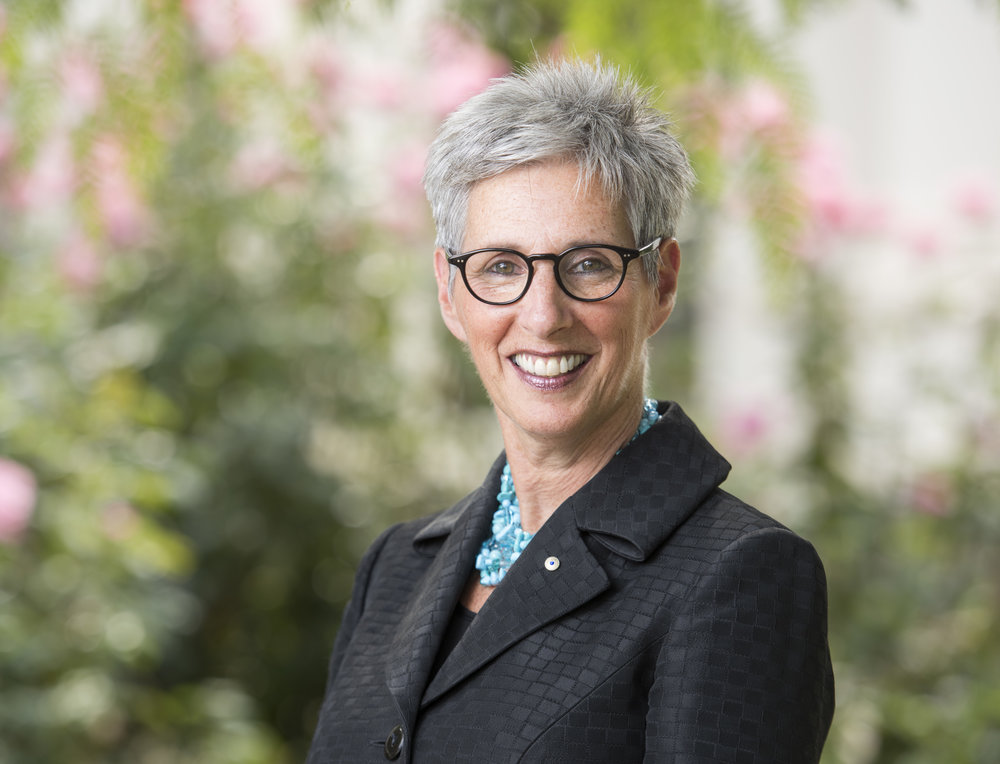 Offical portrait of Her Excellency the Honourable Linda Dessau AC
