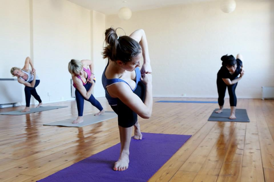 Self adjustment in side twist - stacking fists one on top of another to lengthen the forearms, and to help shoulder alignment whilst pushing the top of the head forward to lengthen down the whole of the body