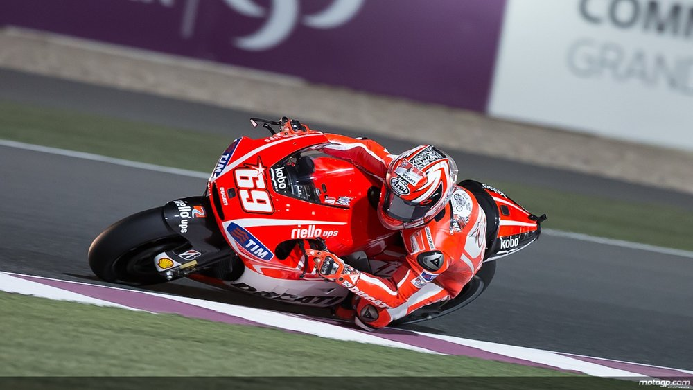 Nicky Hayden showing how it's done.  ( Image: GPextra.com .)
