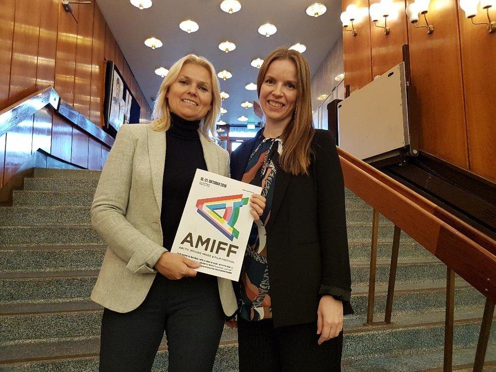 Banksjef Mona Slåtto Olsen ved SpareBank1 Nord-Norge og festivalsjef Helene Hokland, AMIFF