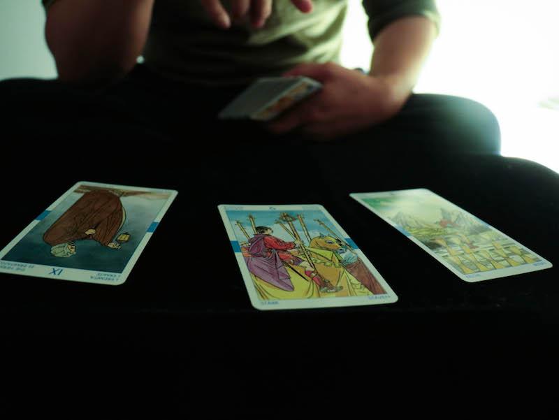 hong-kong-fortune-teller-2.jpg