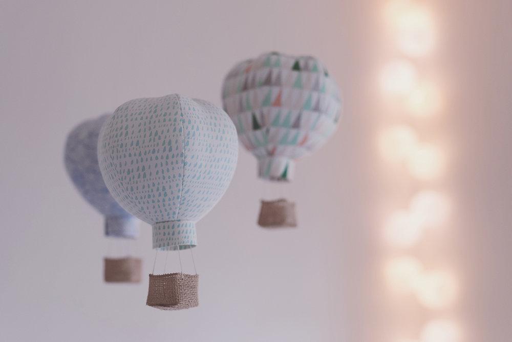 Péa les maisons. Hot-air balloons mobile