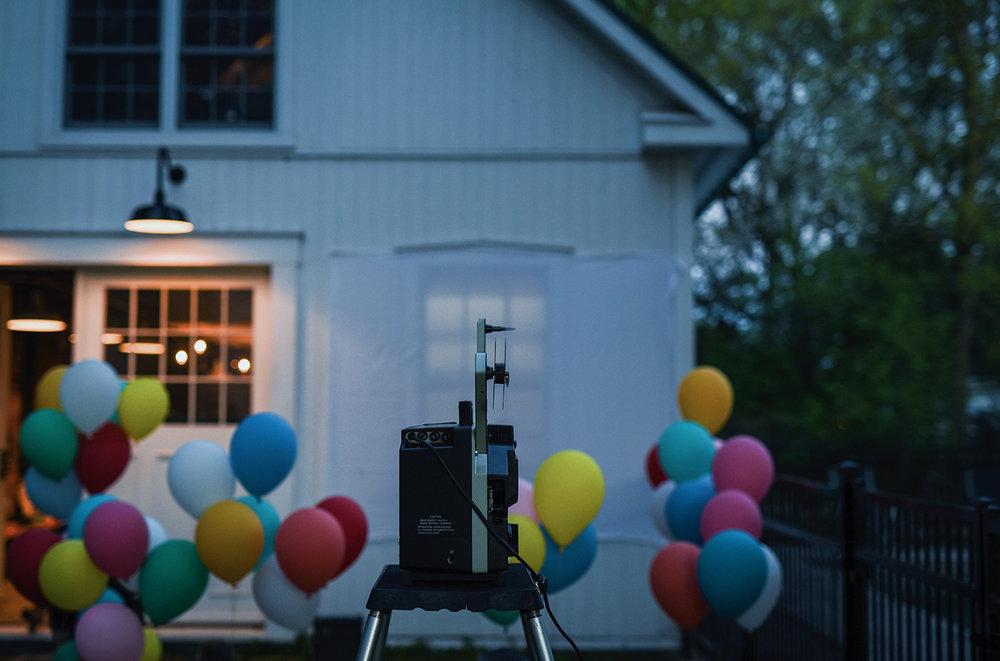 Péa les maisons. Super fête dans la cour avec projection de films 16mm