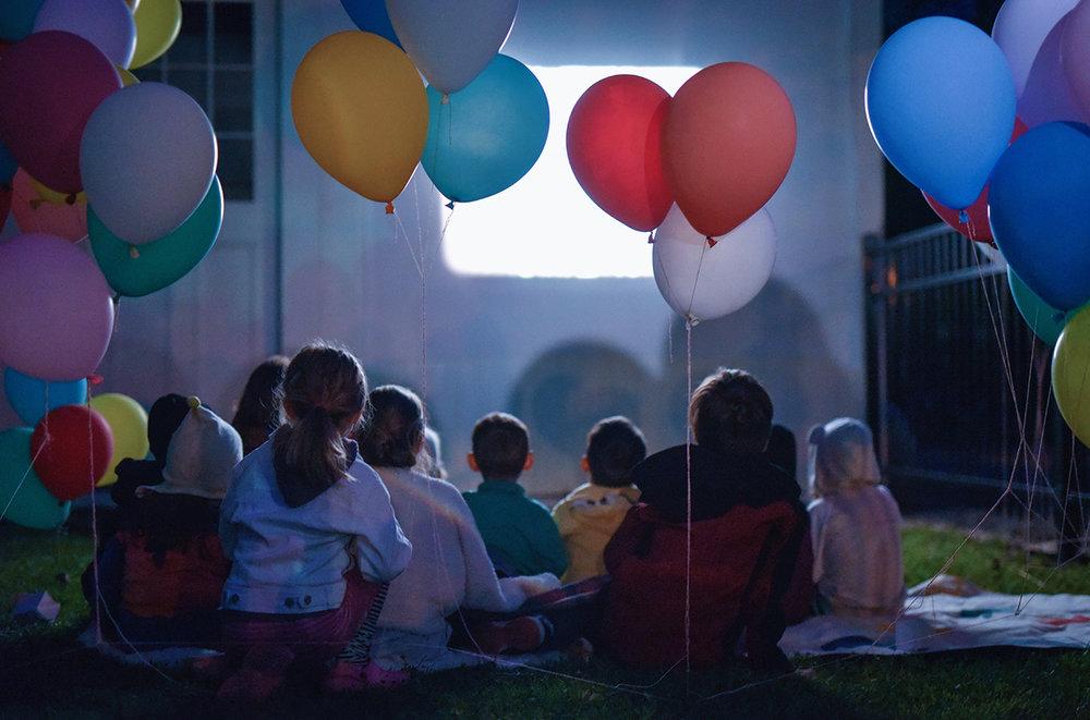 Péa les maisons. Stylisme et organisation de fête d'enfant à l'extérieur avec soirée cinéma