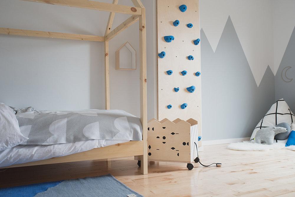 Péa les maisons. Avec un lit cabane et un mur d'escalade au milieu des montages, comment ne pas faire les plus beaux rêves