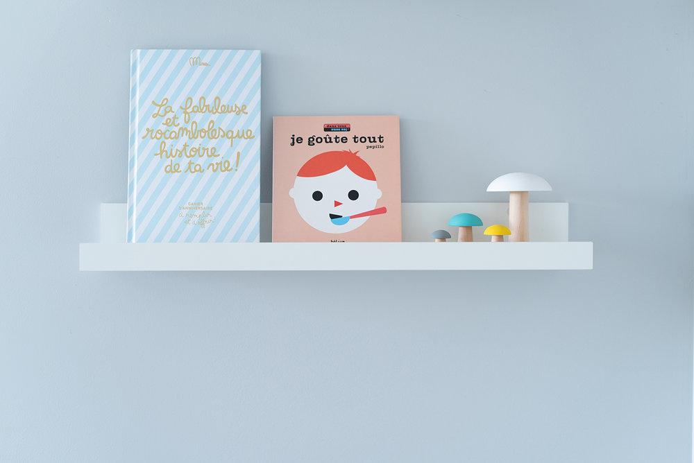 Péa les maisons. Ledge shelves for babies reading corner.