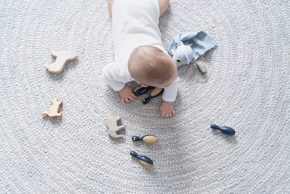 Péa les maisons. Soft and grey rug for babies room