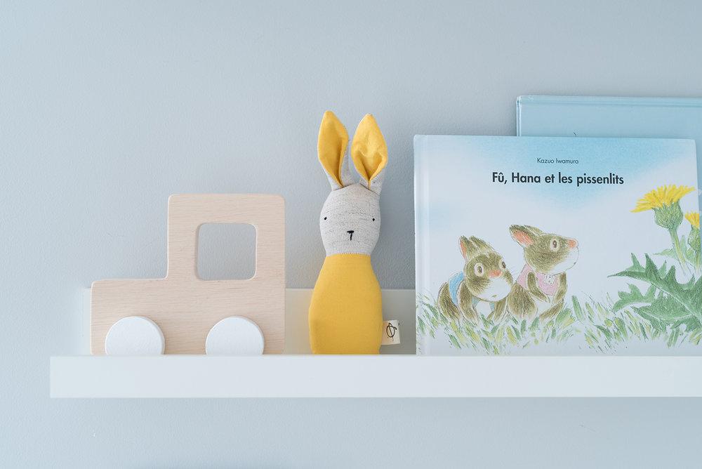 Péa les maisons. Ledge shelf to display pretty toys and favorite books