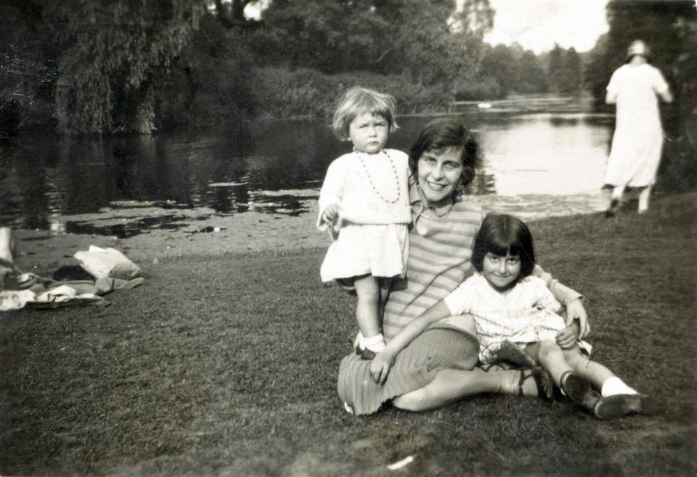 Nina, Kiki, Pat Lancaster_.jpg