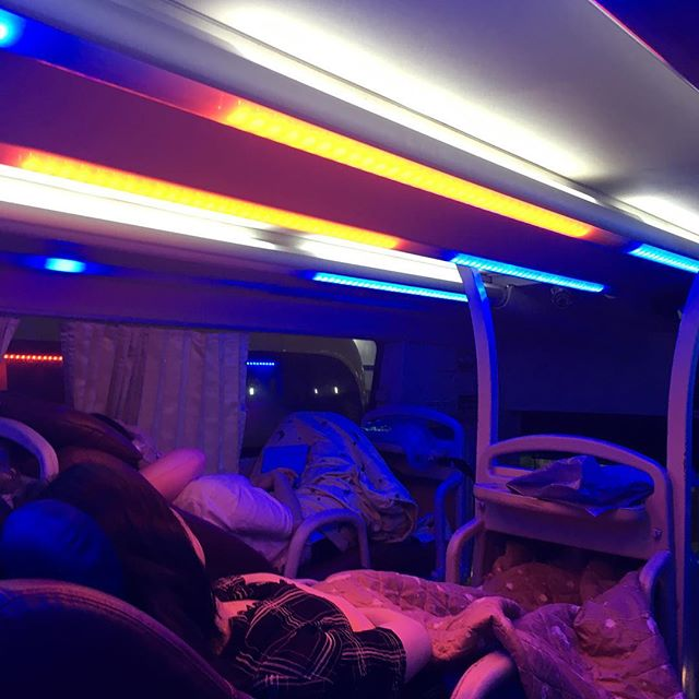 Sleeping on the bus was not my favourite, but a really good way to test my personal travel sleep system. More coming to the blog soon! 😴#careerlionsinasia #vietnam #backpacking #bus