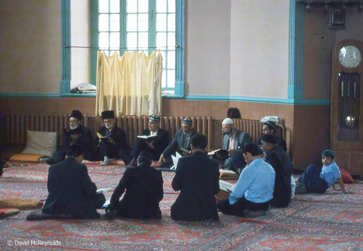 SU1987-worship-in-mosque_web.jpg