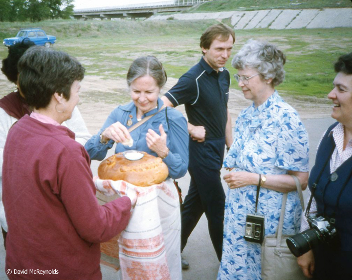 SU1987-receiving-bread_web.jpg
