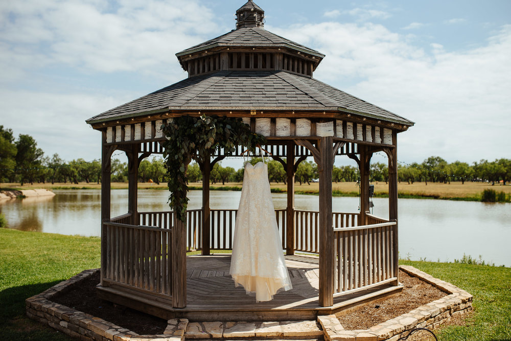 West-Texas-Wedding-Photographer-Cains-Cove-Lake-Nasworthy-San-Angelo-0001.jpg