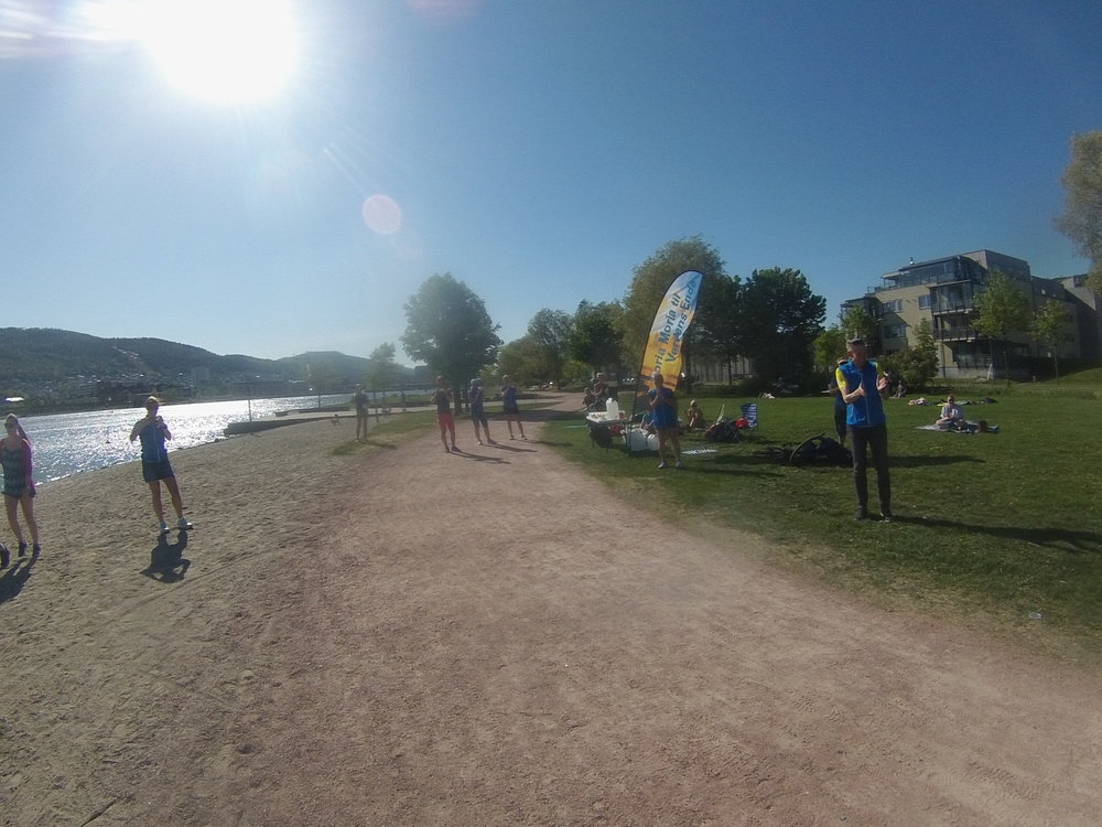 Det var veldig trivelig å komme til Drammen og bli tatt imot av Einar Iversen,Even Nedberg,Mona Kjeldsberg,Anne Britt Bringedal og flere frivillige. Det var bare å sette seg i gresset i skyggen av beachflagget og ta imot mat og drikke 🤗🙏