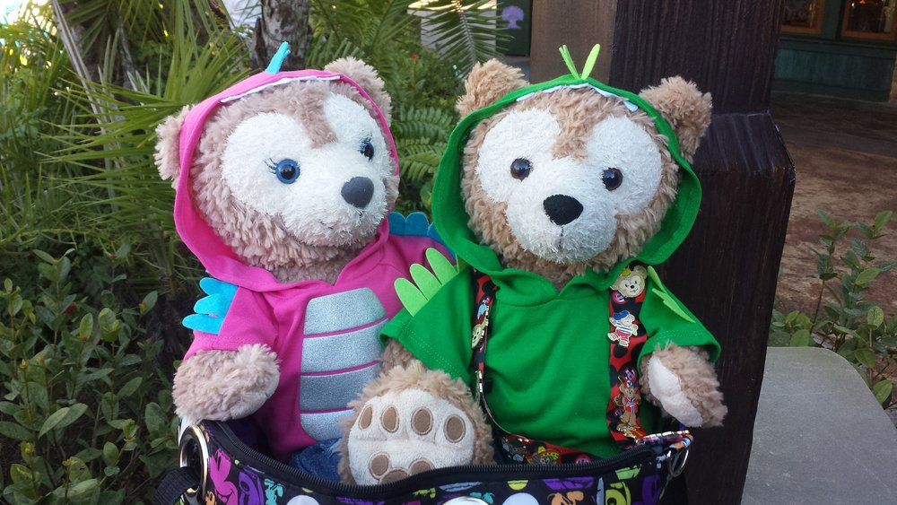 Duffy & ShellieMay Dressed as Dinosaurs!