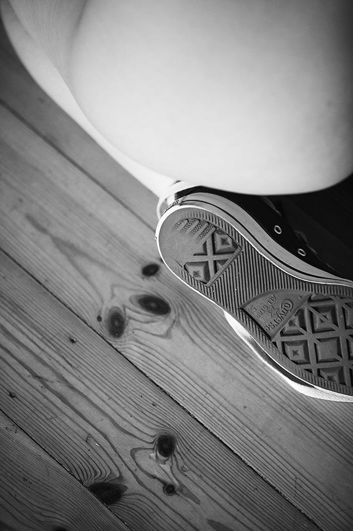 Akt-Frau-nahaufnahme-Schuh-Hintern