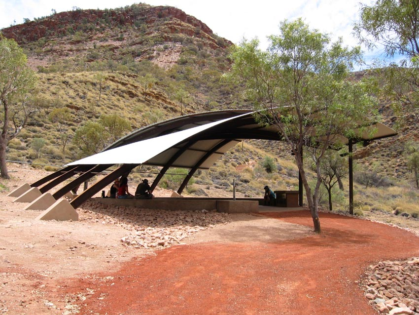 07_Susan Dugdale and Associates_Ormiston shelter and lookout.JPG