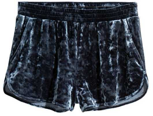 Available Colors:Dusky pink ,Dark blue  Available Sizes:S ,M  Shorts in crushed velvet with an elasticized waistband, side pockets, and short legs with slits at sides.
