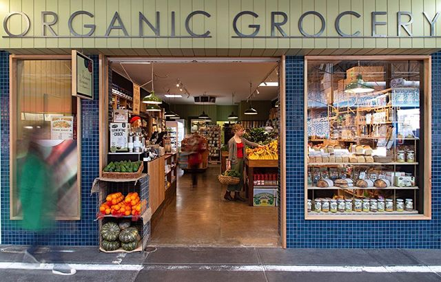 This beautiful organic grocery store is run by beautiful people and sells beautiful produce that helps keep the world beautiful! What more could you ask for? Go and visit @rhubarbrhubarborganics  Image taken by yours truly for designer @braveneweco #shoplocal #ethicalproducers