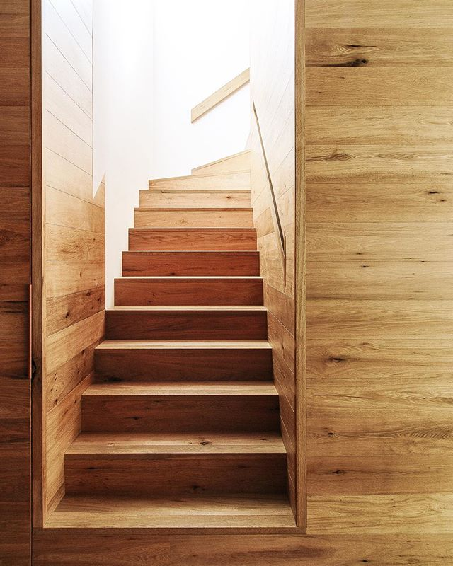 Today when I was sorting through files I was reminded of the beautiful oak stairwell that I photographed for @farside_melbourne at the @lucy_clemenger house last year - such beautifully executed joinery and craftsmanship #melbourneinteriors