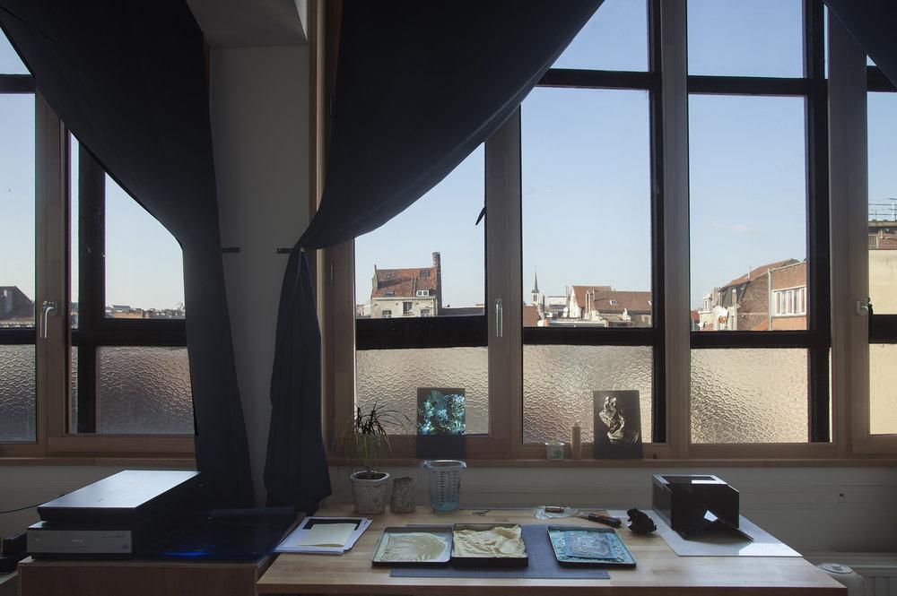 Le studio : lumière, calme et vue sur les toits - © Stéphanie Roland
