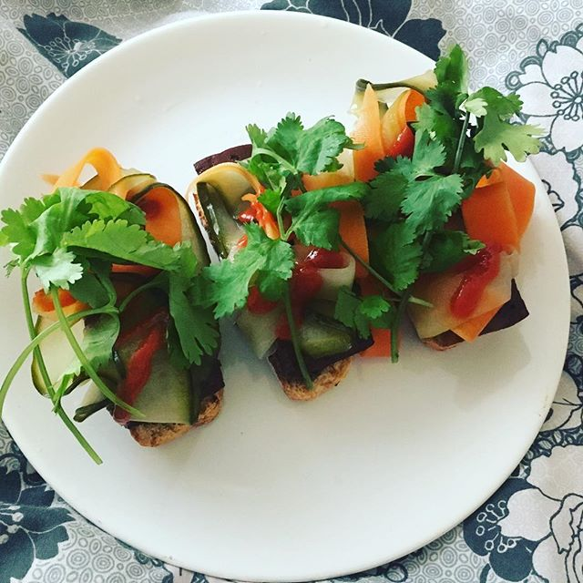 Breakfast in Bed 👌  #lazyday #breakfast #brunch #vietnameseinspo #yum #tofu #vegan #eatgreen #northdevonfood #food #foodie #veggie