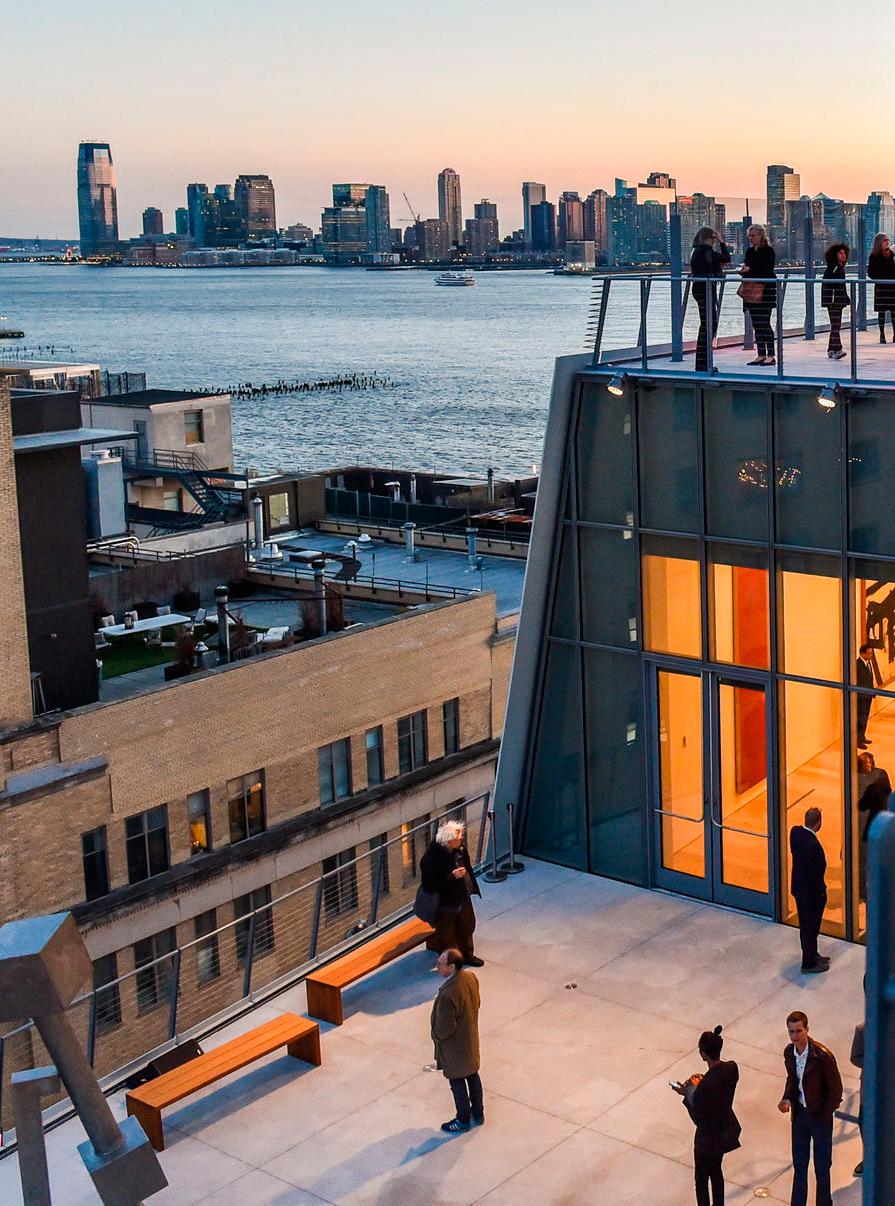 3ème jour - Dans la matinée, nous suivrons une visite guidée du nouveau Whitney Museum, dessiné par Renzo Piano et situé entre la fameuse High Line et la Hudson River, un musée dédié à l'art américain, moderne et contemporain, étendu sur plus de 5'000 m2 d'exposition.L'après-midi, nous verrons un étonnant «kilomètre cassé» en mille morceaux, une installation unique de Keith Haring et une galerie incontournable de la scène internationale.