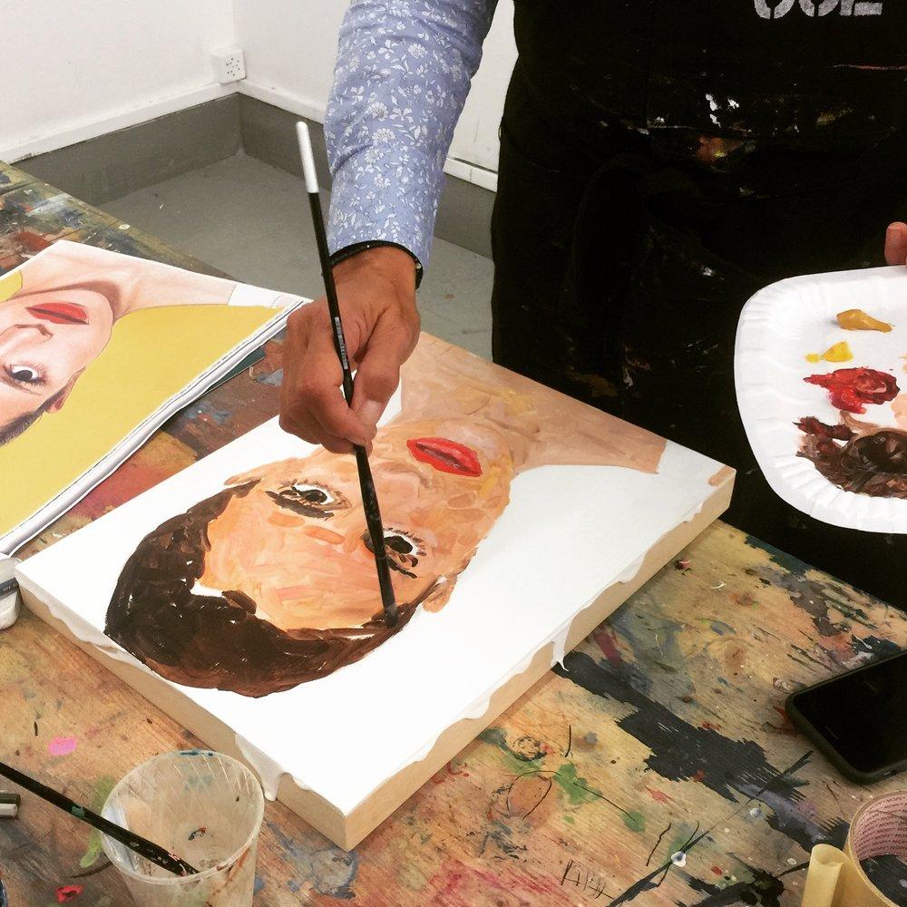 l'atelier du LUNDI - Cet atelier a pour objectif d'entrer dans les pratiques de la peinture, du dessin et de la couleur par l'expérimentation, tous les lundis de 18 à 20 heures (trimestriel).