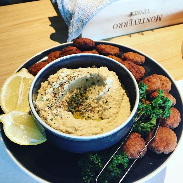 Hummus & falafels