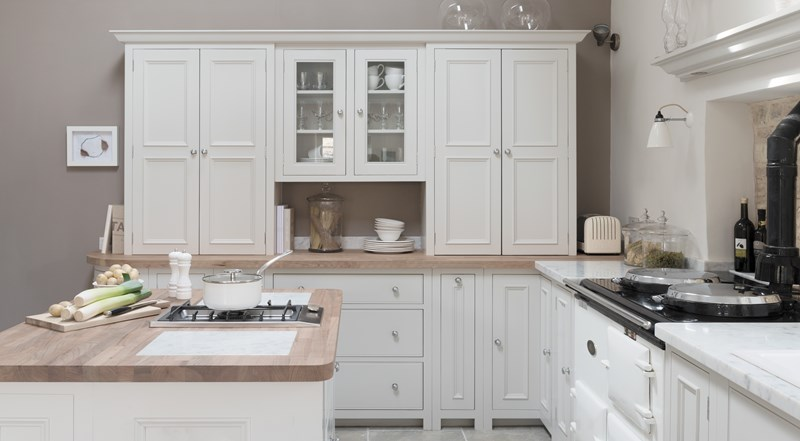 Neptune Chichester Range – Classic open plan kitchen with central unit with gas hob and Aga unit